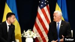 На встрече президента Украины Владимира Зеленского и вице-президента США Майка Пенса в Варшаве. 1 сентября 2019 г.