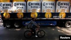 México mostró un incremento en la recepción de inversión extranjera debido a la operación de compra de la cervecera Modelo, que produce Corona, por la firma belga Anheuser-Busch InBev.