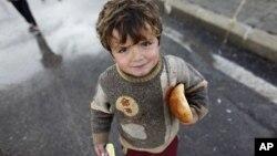 Một bé trai Syria tại trại tị nạn Boynuyogun trong vùng biên giới Thổ Nhĩ Kỳ giáp ranh Syria