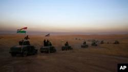 Konvoi pasukan Kurdi-Irak (Peshmerga) di Khazer, sekitar 30 kilometer sebelah timur Mosul, Irak Senin (17/10).