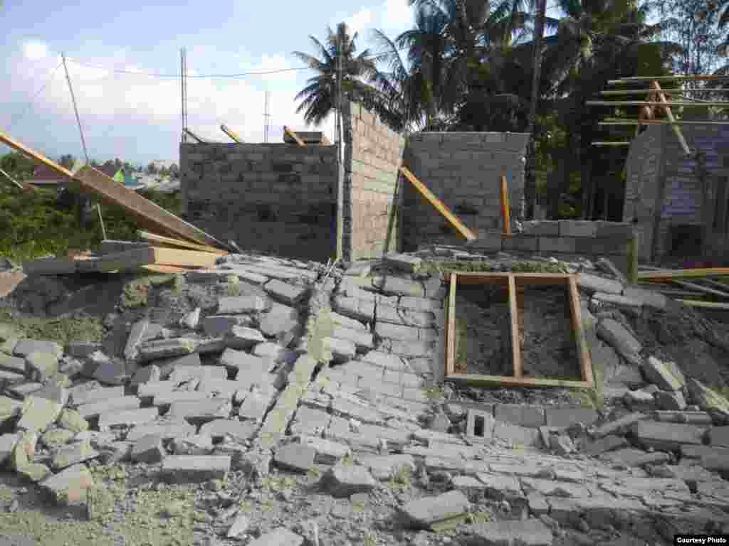 Some of the wreckage left in Donggala, central Sulawesi, Indonesia, after a 7.5 magnitude earthquake, Sept. 28, 2018. (BNPB photo)