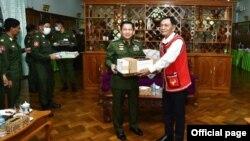 တပ္မေတာ္ကာကြယ္ေရးဦးစီးခ်ဳပ္ ဗိုလ္ခ်ဳပ္မႉးႀကီး မင္းေအာင္လႈိင္ ႏွင့္ UWSA(၀) အဖြဲ႕မွ ဒုတိယႏိုင္ငံေရးမႉး အဆင့္ရွိ ဦးညီကပ္ တို႔ ေတြ႔ဆံု(Senior General Min Aung Hlaing)