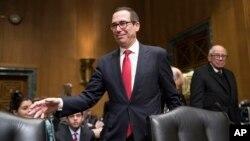 El nominado del presidente electo Donald Trump para el Departamento del Tesoro, Steven Mnuchin, comparece en su audiencia de confirmación en el Senado, el jueves, 19 de enero, de 2017.