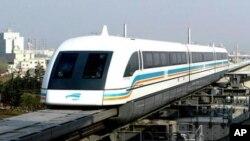 中国正在致力创新,图为上海进行的一次磁浮列车运作测试。