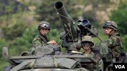 Fuerzas sudcoreanas vigilan las zonas de frontera con Corea del Norte en medio de las crecientes tensiones entre ambas naciones.