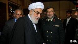 محمد محمدی گلپایگانی سمت چپ و حسین اشتری رئیس پلیس جدید ایران سمت راست