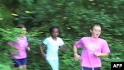 女孩跑步组织鼓励女孩保持健美身材