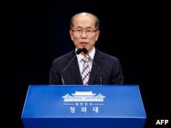 김유근 한국 청와대 국가안보실 1차장이 22일 한일군사정보보호협정(GSOMIA) 종료 방침을 밝혔다.