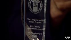 Dr. Rifat Latifi nderohet me çmimin për arritjet kompjuterike në fushën e mjekësisë