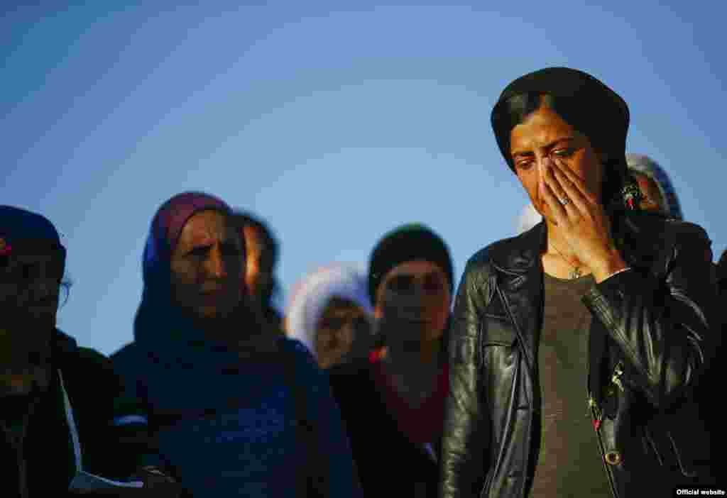 Turkish Kurdish women mourn during the funeral of Kurdish fighters killed during clashes against the Islamic State in Kobani, Syria, Oct. 21, 2014.