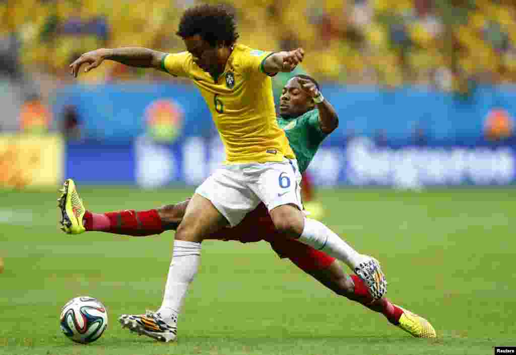 برازیل فٹ بال ورلڈکپ کے گروپ اے کا میچ برازیل اور کیمرون کے درمیان کھیلا گیا