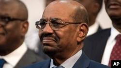 Presiden Sudan Omar al-Bashir menghadiri acara pembukaan KTT Uni Afrika di Johannesburg, Afrika Selatan Minggu (14/6).