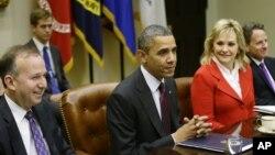 Tổng thống Obama và các Thống đốc bang thảo luận về 'bờ vực tài chánh' tại Tòa Bạch Ốc, 4/12/2012