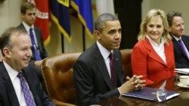 Predsednik Barak Obama sa guvernerima više saveznih država u Beloj kući