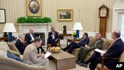 美國總統奧巴馬和副總統拜星期二會晤了他的新阿富汗工作團隊和新任國防部長萊昂.帕內塔。