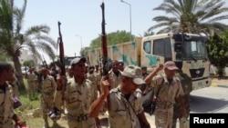 Pasukan keamanan Irak tiba di Ramadi, provinsi Anbar (Foto: dok). Pasukan Irak dan pejuang etnis dari kawasan Anbar berhasil merebut kembali stasiun polisi dan tiga jembatan yang melintasi Sungat Efrat, Jumat (6/3).