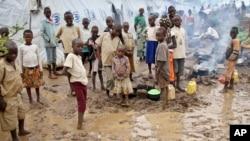 Des réfugiés burundais dans le camp de Gashora, au Rwanda, le 21 avril 2015. (AP Photo/Edmund Kagire)