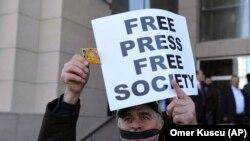 Protest povodom hapšenja novinara u Turskoj