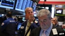 美國政府部門關閉前夕﹐紐約證券交易所的交易員仍然進行交易。