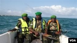 Pasukan anti pembajakan Uni Afrika saat melakukan patroli di lepas pantai Somalia.