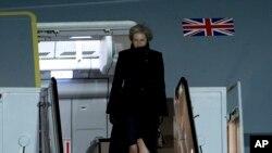 La Première ministre britannique Theresa May à son arrivée à la base aérienne d'Andrews, dans le Maryland, le 26 janvier 2017