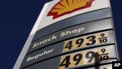 El alto precio de la gasolina tiene contra la pared a los estadounidenses.