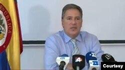 El embajador colombiano en Uruguay, Fernando Sanclemente Alzate, negó cualquier vínculo con laboratorio de cocaína encontrado en una finca propiedad de su familia en Colombia.