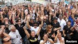 Familiares apoiam greve de agentes da polícia