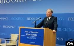 2011年11月1日,前中国人大常委会原副委员长成思危在华盛顿鲁金斯学会谈论中国今后五年的经济转型目标