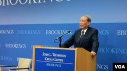 中国人大常委会原副委员长成思危11月1日在华盛顿鲁金斯学会谈论中国今后五年的经济转型目标