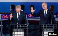 Hai ứng cử viên đảng Cộng hoà Jeb Bush và Donald Trump tranh luận, ngày 16/9/2015.