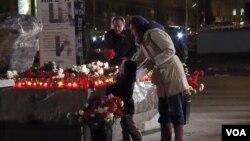 民眾排隊參加10月29日在莫斯科市中心的政治迫害受難者日紀念活動(美國之音白樺拍攝)
