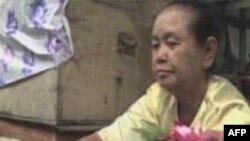 Bà Daw Shwe, một phụ nữ bán hoa 65 tuổi, nói là một người làm việc bình thường, bà chỉ mong muốn có hòa bình