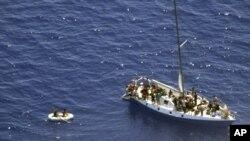 بسیاری از پناهجویان سعی می کنند از طریق دریا به اروپا بروند.