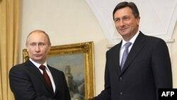 """Vladimir Putin: """"Cənab Medvedevlə Liviya məsələləri barədə demək olar ki, eyni mövqeyə malikik"""""""