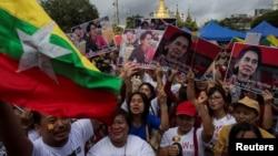 缅甸的实际上的领导人昂山素季谈论穆斯林少数族裔罗兴亚人的时候,她的支持者的反应(2017年9月19日)
