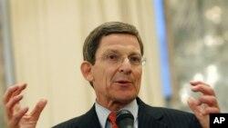 Đặc sứ Mỹ Marc Grossman