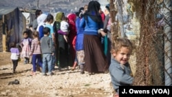 U izbegličkim kampovima u libanskoj dolini Beka smešteno je oko 400.000 sirijskih izbeglica.
