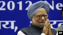 PM India Manmohan Singh menjelaskan rencana India untuk meluncurkan sebuah pesawat antariksa yang akan mengorbit Mars (foto: dok).
