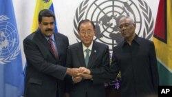 Durante la asamblea general de la ONU el presidente de Venezuela, izq., y el de Guyana, David Granger, der., acordaron tratar de solucionar sus diferencias en un marco de paz.