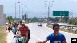 Migranti na putu iz Makedonije do Srbije