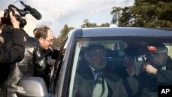Suriye Enformasyon Bakanı Ümran el-Zoubi görüşmelerin kesilmesinden sonra BM merkezinden ayrılırken