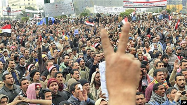 Mubarak Meets Economic Team as Protests Enter Day 12