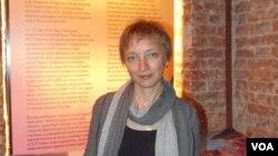 人种博物馆的罗曼诺娃(美国之音白桦拍摄)
