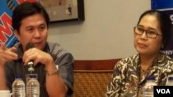 Koordinator Indonesia corruption Watch (ICW) Ade Irawan (kiri) bersama anggota DPR Eva Kusuma Sundari (foto: dok).