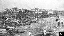 بخش بزرگی از شهر گالوستون در ايالت تگزاس، در ۸ سپتامبر ۱۹۰۰ بر اثر توفان به ويرانه ای تبديل شد.