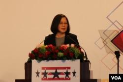 """台湾总统蔡英文在台北美国商会举办的""""2018谢年饭""""上发表讲话。 (美国之音记者杨明拍摄 2018年3月21日)"""