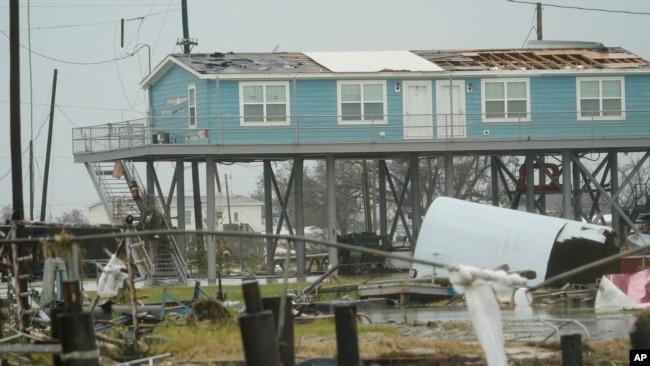 Một khu vực bị thiệt hại ở Cameron, bang Louisiana, Hoa Kỳ, sau khi siêu bão Laura đi qua vào ngày 28/8/2020.