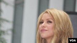 """Shakira cantará en el concierto el himno oficial del Mundial """"Waka Waka (Es la hora de Africa)"""" junto al grupo local Freshly Ground."""