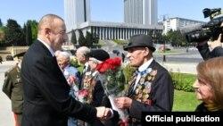 Prezident İlham Əliyev İkinci dünya Müharibəsinin veteranları ilə görüşüb